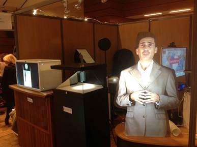 ルーブル美術館ホログラム